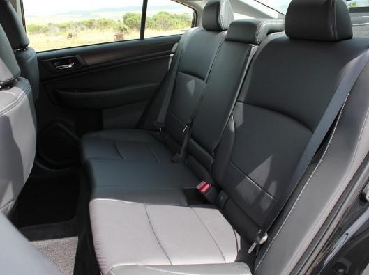2015-subaru-legacy-interior-rear-1500x1000